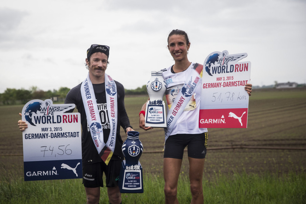 Winners Darmstadt celebrates during the Wings for Life World Run in Darmstadt, Germany on May 3, 2015. (Quelle: wingsforlifeworldrun.com)